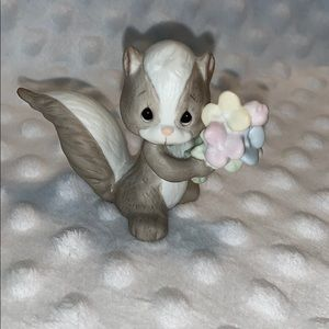 Skunk with flowers Precious Moments figurine